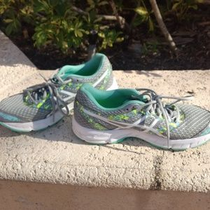 Asics Gel-Excite 4 Sneakers EUC Women Size 9